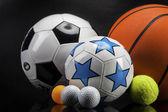 Sportovní příslušenství. pádla, hole, míčky a další