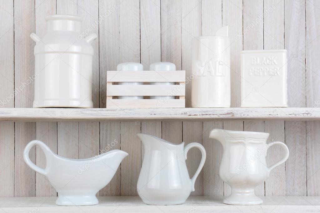 Mensole da cucina rustica bianca — Foto Stock © scukrov #69937019