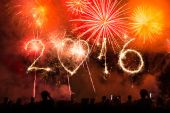 2016 ukončení s fireworks jako pozadí