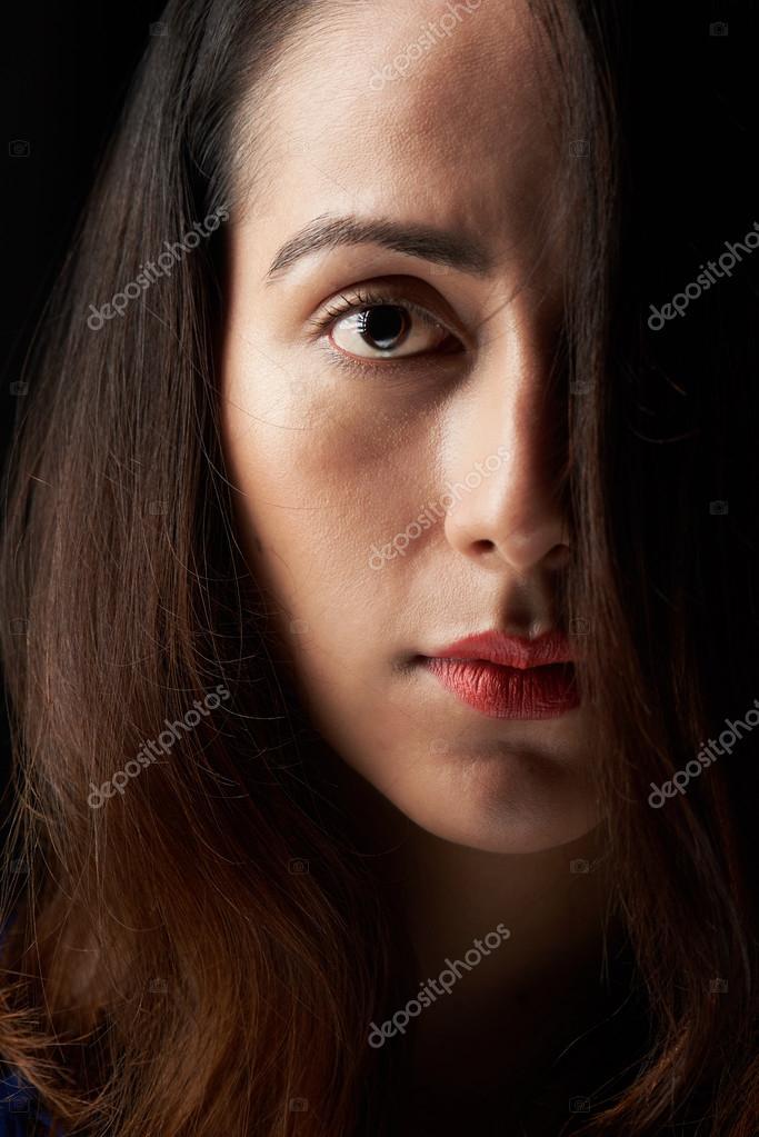 gros plan du visage de femme recouvert de poils photographie dimarik 120817694. Black Bedroom Furniture Sets. Home Design Ideas
