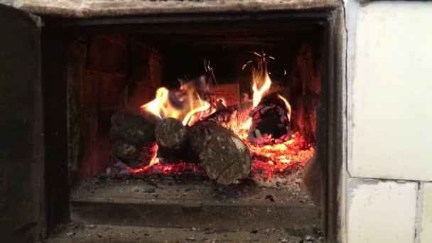 domácí pálení dřeva krbových kamen