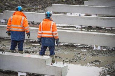 Building constructors standing