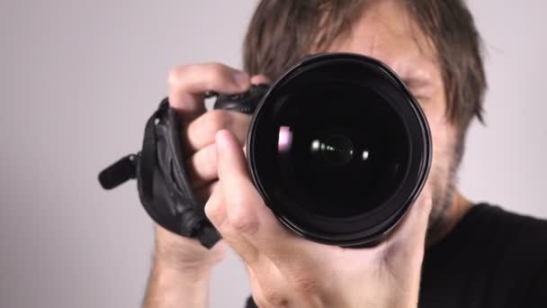 Fotograf, Komposition und Gestaltung Bildes, Fokussierung und schießen mit Kamera