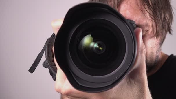 Fotós, zeneszerzés és a kép kialakítása, a élességállítást és a felvételkészítést kamerával