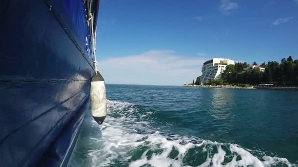 Plachetnice, jachty, plachtění na moři