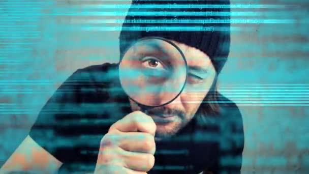 Muž při pohledu přes zvětšovací sklo a kontrola programování kódu skriptu