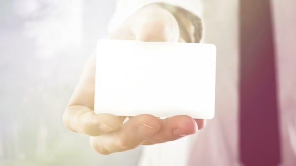 Üres névjegykártya lekerekített sarkokkal rendelkező üzletember