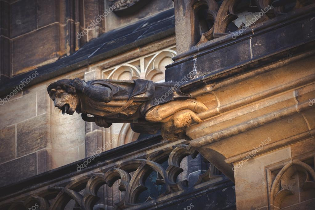 Arte e Estética - Página 4 Depositphotos_75953929-stock-photo-prague-saint-vitus-cathedral-gargoyle