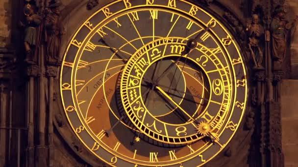 Pražský orloj na Staroměstském náměstí města