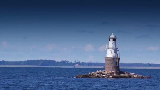 Maják na otevřeném moři