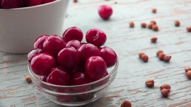 Ruční sběr Sweet Cherry z mísy