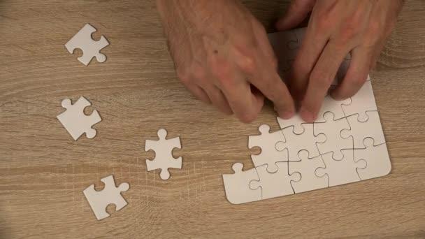 muž dokončení hry, puzzle