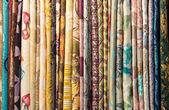 Fotografie Různé tkaniny na stojan