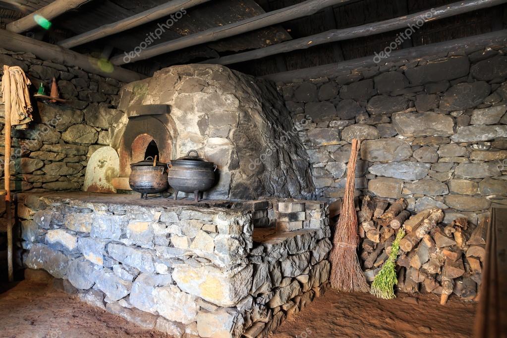 Interior de cocina antigua — Foto de stock © Nomadsoul1 #85109000