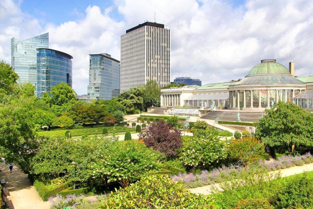 Der Jardin Botanique und moderne Wolkenkratzer in Brüssel ...