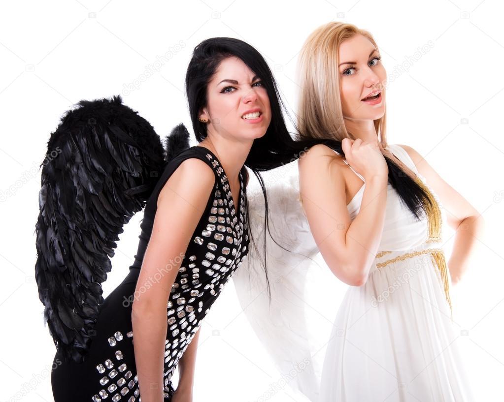 belle jeune ange tire les cheveux d 39 ange noir photographie artzzz 75149043. Black Bedroom Furniture Sets. Home Design Ideas
