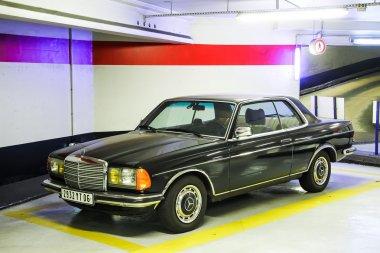 Mercedes-Benz C123 E-class