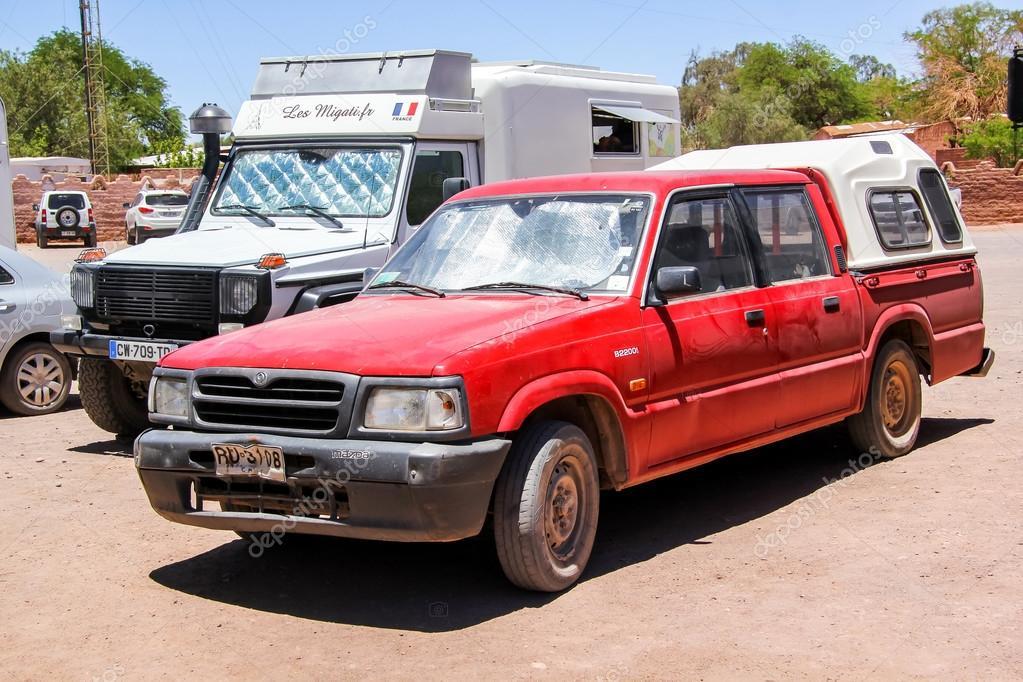 Coche mazda b2200 foto editorial de stock artzzz 96778870 coche mazda b2200 foto de stock thecheapjerseys Choice Image
