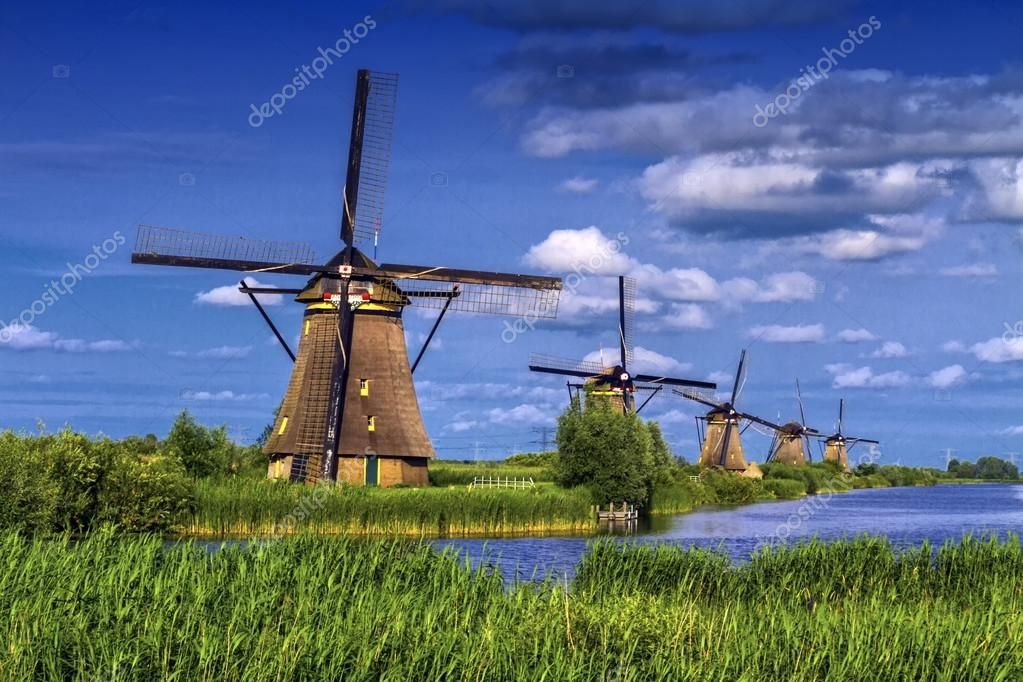 windm hlen in kinderdijk holland niederlande stockfoto elenarts 117908840. Black Bedroom Furniture Sets. Home Design Ideas