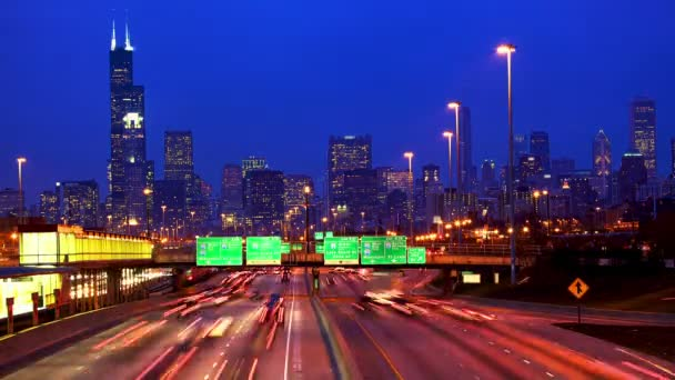 Traffico e skyline di Chicago