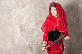 Frau mit einer Peitsche