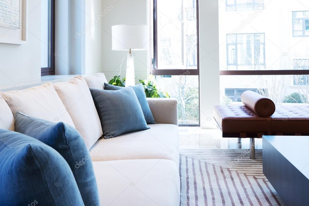 interieur van moderne woonkamer — Stockfoto © zhudifeng #100749036