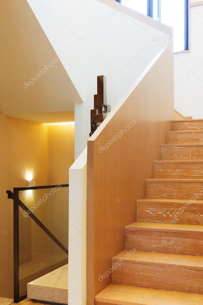 Fotos escaleras modernas de madera interior de escalera de madera moderna foto de stock - Escaleras de madera modernas ...