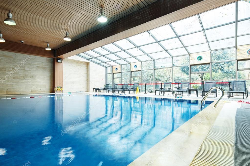 conception de piscine dans la salle de sport moderne photographie zhudifeng 107679122. Black Bedroom Furniture Sets. Home Design Ideas