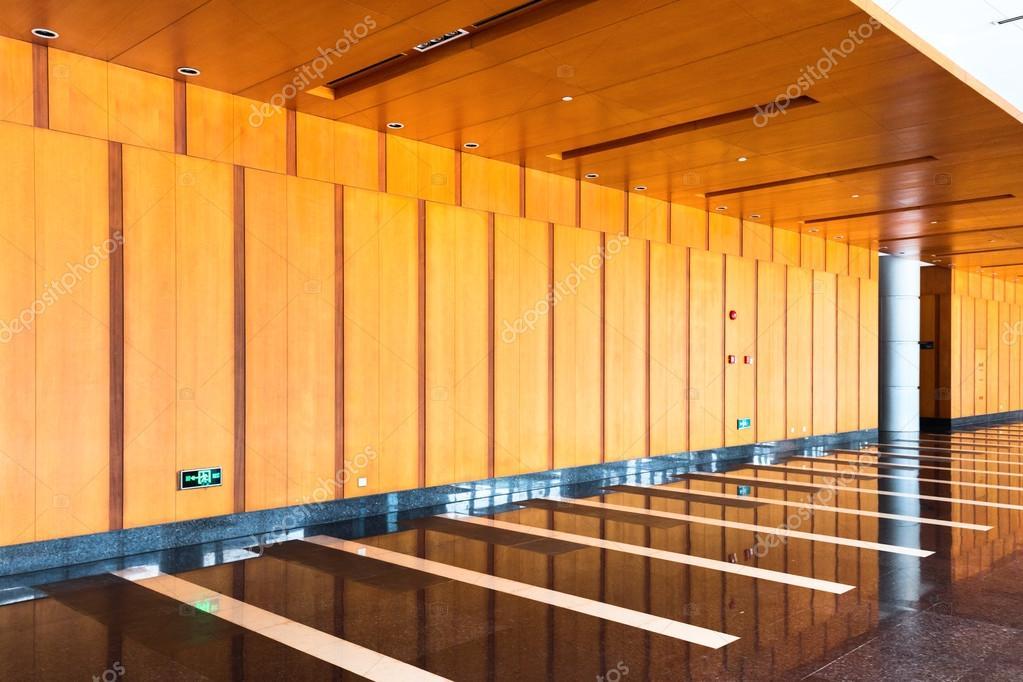 Intérieur Du Corridor Avec Cloison En Boisu2013 Images De Stock Libres De Droits