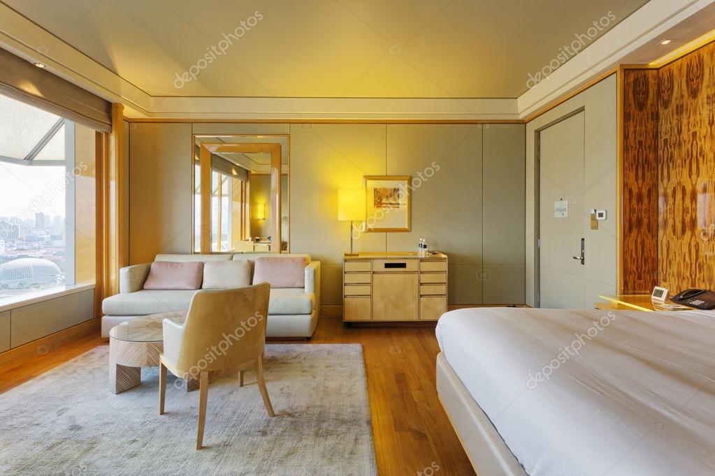 Moderne slaapkamer interieur met luxe decoratie u stockfoto