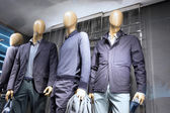 Fényképek Fashion store mannequins ablakban