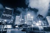 Photo Modern city skyline and urban street at night