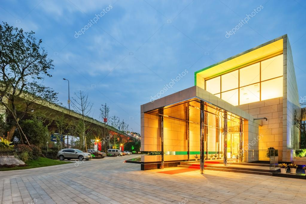moderne Villa in klaren Himmel außen — Stockfoto © zhudifeng #90920368