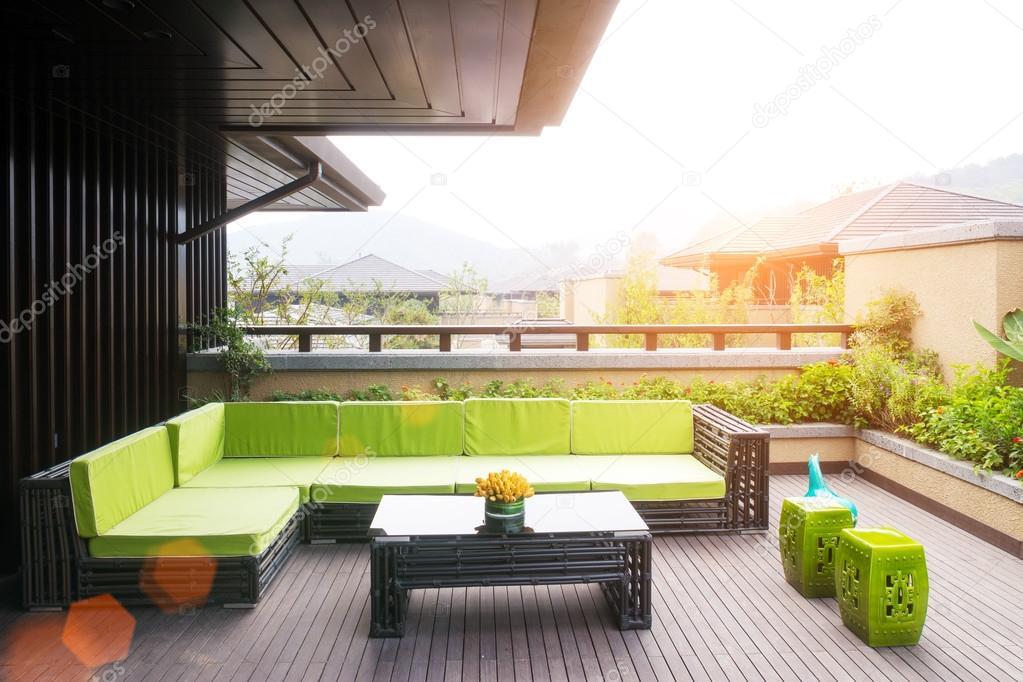 diseño y muebles de exterior con rayo de sol — Foto de stock ...