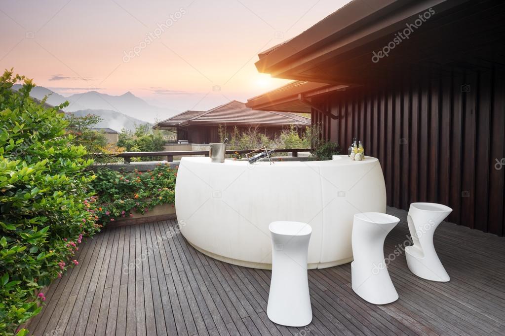 Elegante Möbel und Design in modernen Terrasse — Stockfoto ...