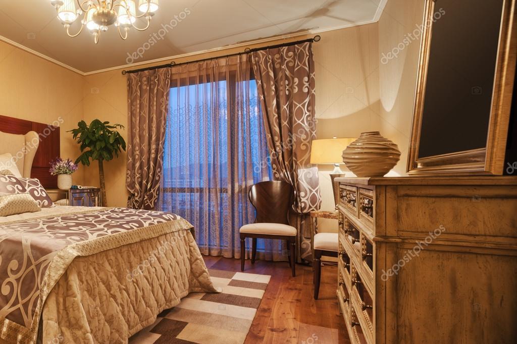 interieur van luxe slaapkamers — Stockfoto © zhudifeng #96637704