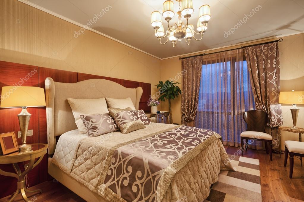 interieur van luxe slaapkamers — Stockfoto © zhudifeng #96639286