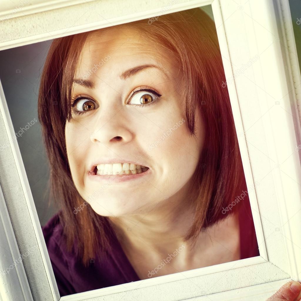 mujer enmarcada por el marco de la foto — Foto de stock © j0ycem ...