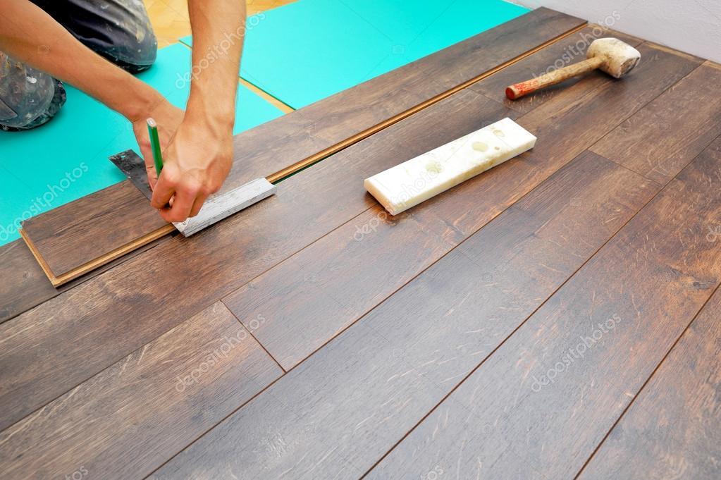 Carpintero trabajo de piso laminado fotos de stock - Trabajo piso pareja opiniones ...
