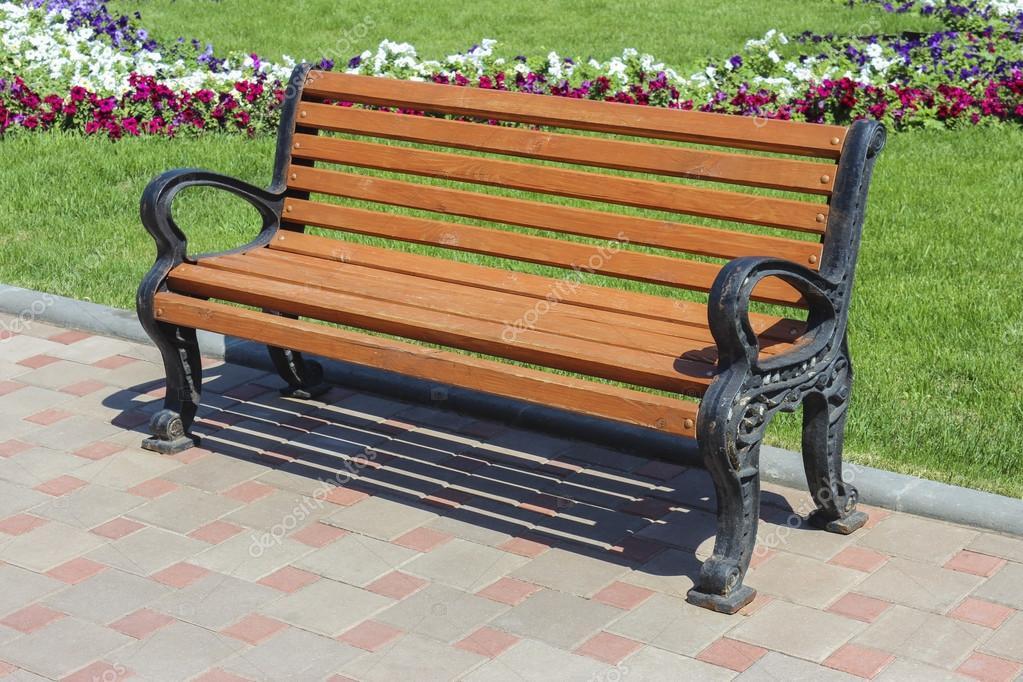 Скамейка в парке - Фото Дом Солнца