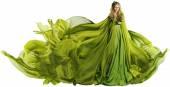 Žena v létání šatovky, modelka v zelené šaty bílé