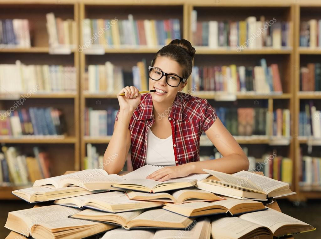 Картинки по запросу фото девушка с библиотеке
