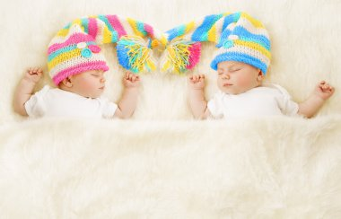 Twins Babies Sleep in Hat, Newborn Kids Sleeping, New Born