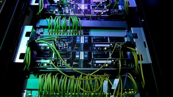 Světla a připojení na síťovém serveru. Superpočítač.