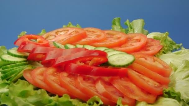 Složení nakrájenou zeleninu na salát