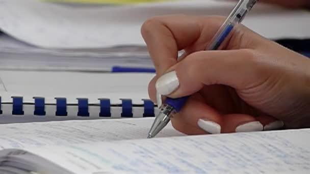 Író lány kezét