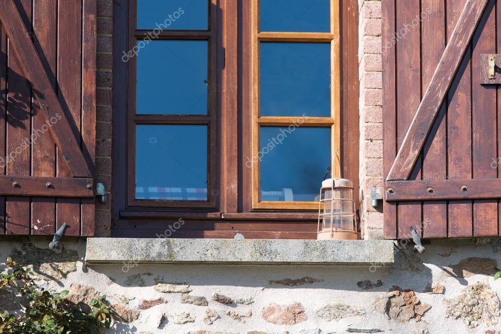 Französische Fenster französische fenster mit fensterläden — stockfoto © ivonnewierink