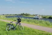 Fotografie typisch holländische Landschaft mit Fluss