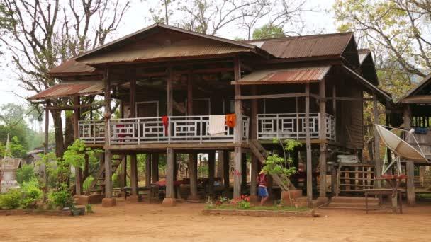 káva zasadil vesnický život