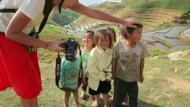 Tourist girl showing pictures to kids